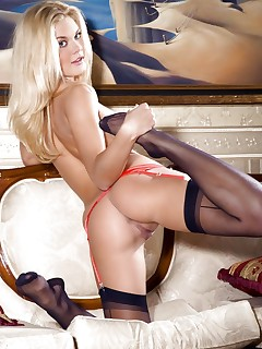 Pictures of hot girls wearing stockings