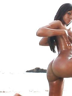 Naked ebony babes pics