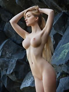 Nude Blonde Girls
