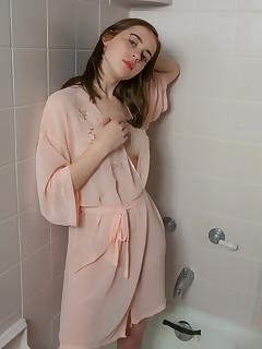 Shower XXX Erotica Pics