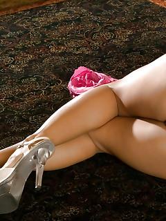 Nude MILF Girls