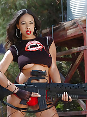 Black babe Amber Fox and her huge deadly weapon
