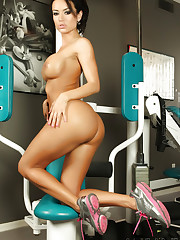 Franceska Jaimes works out in the gym as she strips off her..
