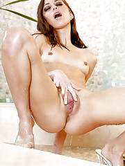 Riley Reid gets horny while taking a shower