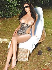 Hot Jelena Jensen showing her legs