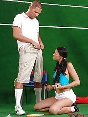 Tennis babe slurps a cock on court