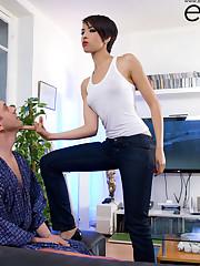 Jasmine Arabia, hot 20 yo oriental belly dancer teasing a..
