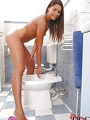 Super sexy babe in a bathroom scene