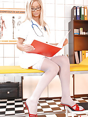 Hot Doctor worship's Nessa's Feet