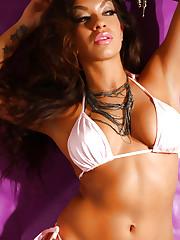 Bikini model Peaches reveals her fantastic big tits
