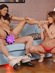 Hot foot fetish threesome action