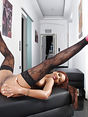 Ebony chick Katia DE Lys has fun in high-heels