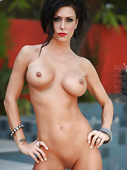 Jessica Jaymes shows off her naked beautiful body..