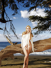 Brett Rossi shows off her stunning body at the beach