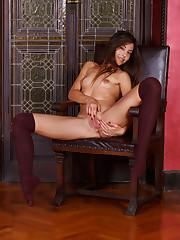 Stunning Lorena B masturbates in thigh high stockings