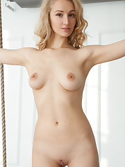 Alluring Naomi Kiss flaunts her delectable body and sweet..