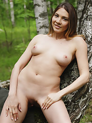 Kira T shows off her luscious body and beautiful tits as..