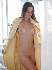 Monna Dark flaunts her beautiful tits and sweet pussy as..