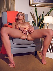 Mary Lin enjoys her evening with a satisfying self-masturbation