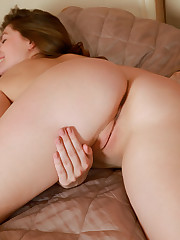 Alluring Lauren Swift flaunts her nubile body and sweet..