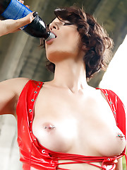 Bree Haze inserts the soda bottle in her pussy.