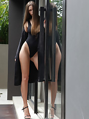 Elin's long and slender body look stunning in a black body..