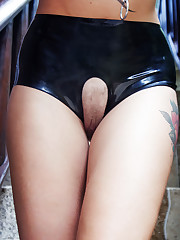 Sasha Beart flaunts her lusty, tattooed body and creamy..