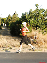 Fit legged hot babe Ulrika running