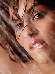 looks amazing in her bathwater