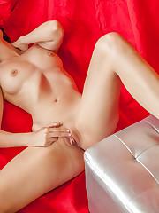 Vanessa Angel shaves her pussy before masturbating