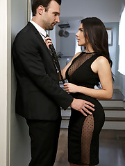 Alex Legend and Valentina Nappi are dressed in their evening..