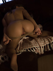 Anna G flaunts her flexible body as she finger-fuck her pussy..
