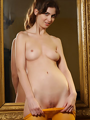 Charlotta Phillip displays her slender body and trimmed..