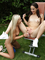 SPOTTER with Niky Love, Lola - ALS Scan