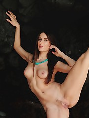Elina's long and slender physique and smooth assets stands..