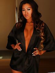 Alluring Vixen babe Jada Cheng teases in a sexy black..