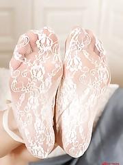 Mia Sollis shows off her sexy feet