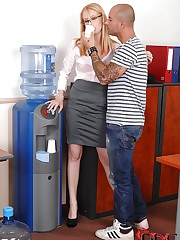Office girl gets her pussy rammed