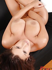 Sensual Jane strips down on couch