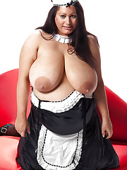 Madison Blush displays her huge 40L tits