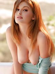 Faye Valentine showing her body