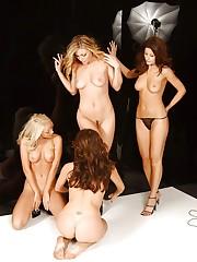 Hottie Jana Cova shows nice round tits