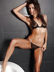 Hot and steamy Celeste Star masturbating in the bath