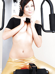 Alyssia goes to the gym and feels her body heating up
