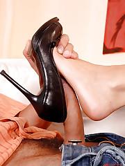 Hot babe Cindy Hope doing footjob