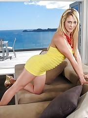 Blonde slut Cherie Deville enjoys her solo action