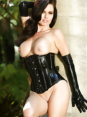 Veronica Avluv shows off her curvy sexy body while posing..
