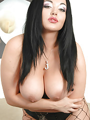 Jemstone plays with tits and fucks a toy