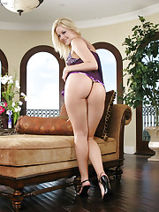 Masturbating scene with hot blonde Alexis Texas
