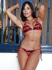 Fit porn model Gabby in a fabulous bikini